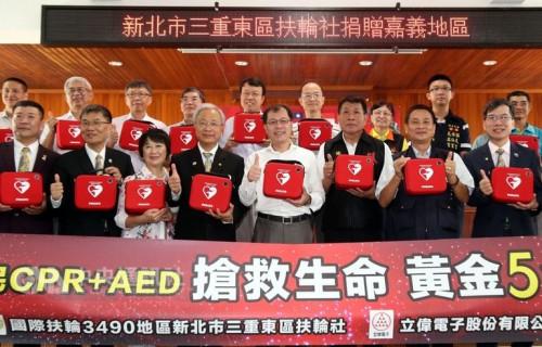 中醫師捐嘉義小學AED 回饋鄉里